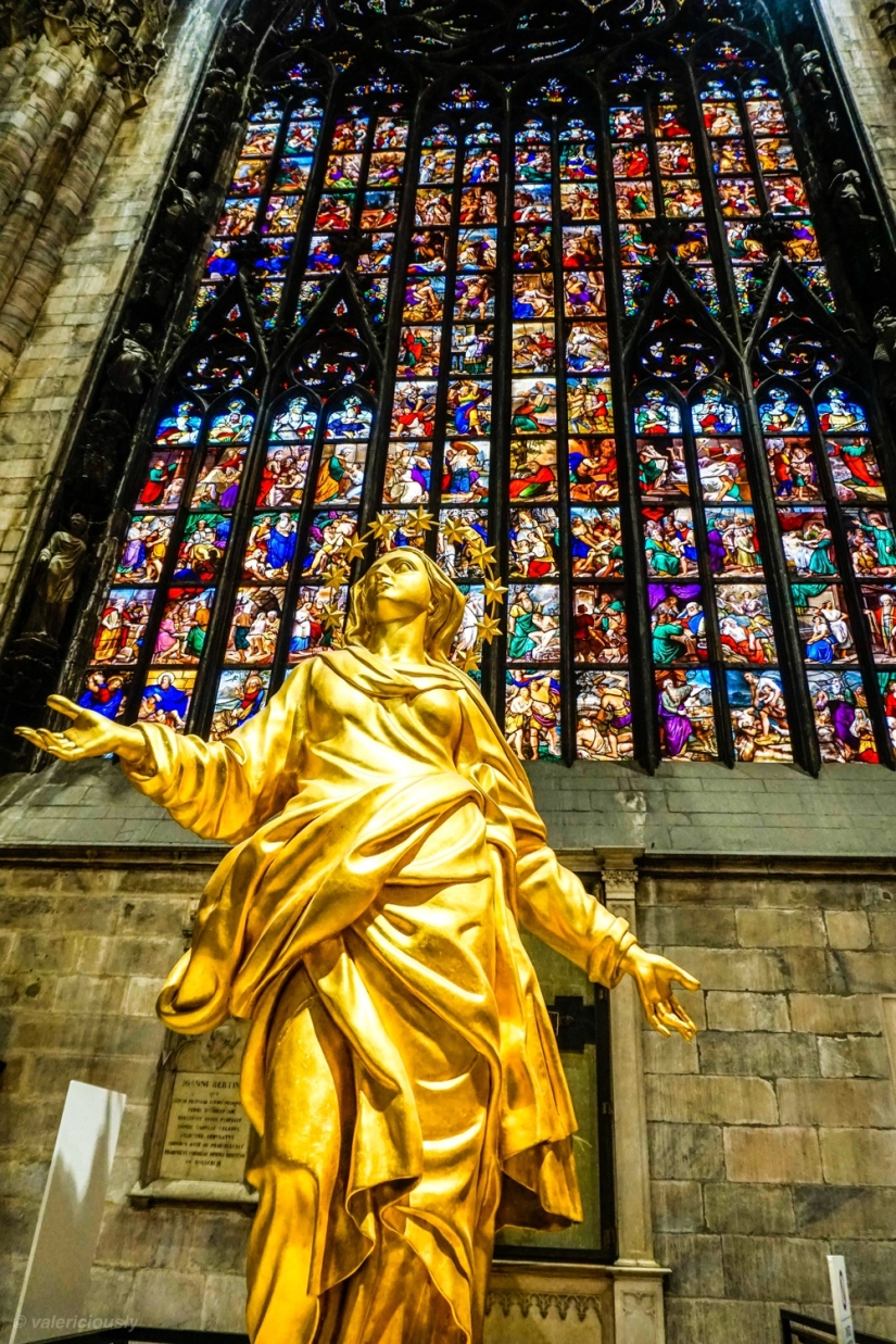 Angel_by_stained_glass.jpg