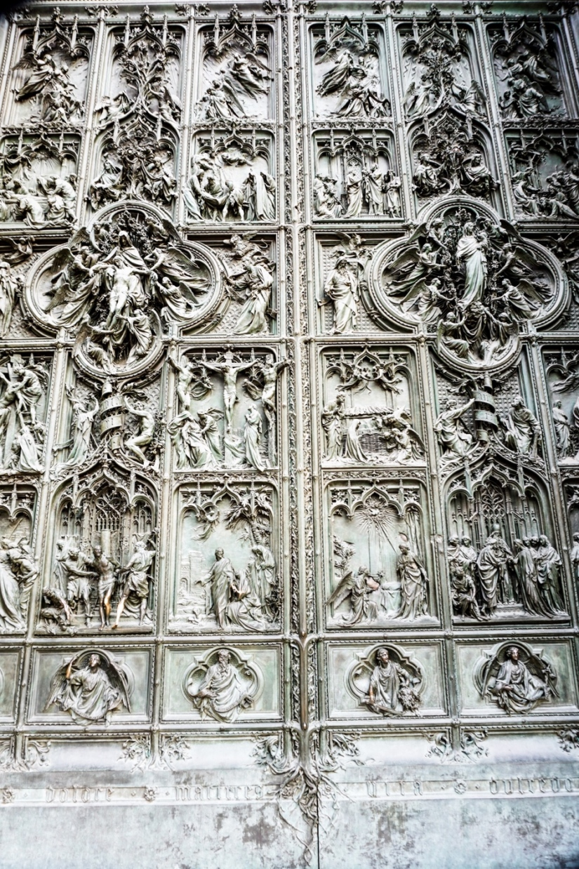 Gate_of_cathedral.jpg